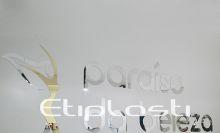 Logomarca em acrílico espelhado